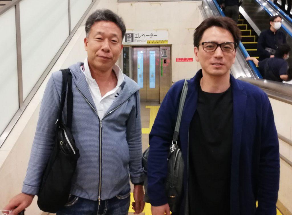 向かって左が野村さん